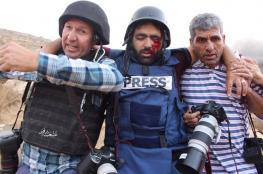 """الاتحاد الدولي للصحفيين يندد باصابة الصحفي """"معاذ عمارنة """""""