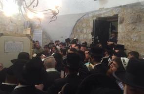 اكثر من الف مستوطن اقتحموا قبر يوسف بمدينة نابلس فجر اليوم