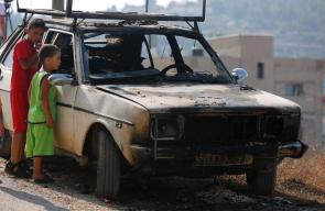 مستوطنون يحرقون مركبتين في قرية ام صفا شمال غرب رام الله