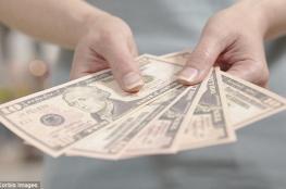 الدولار يسجل أعلى سعر له منذ 3 اسابيع