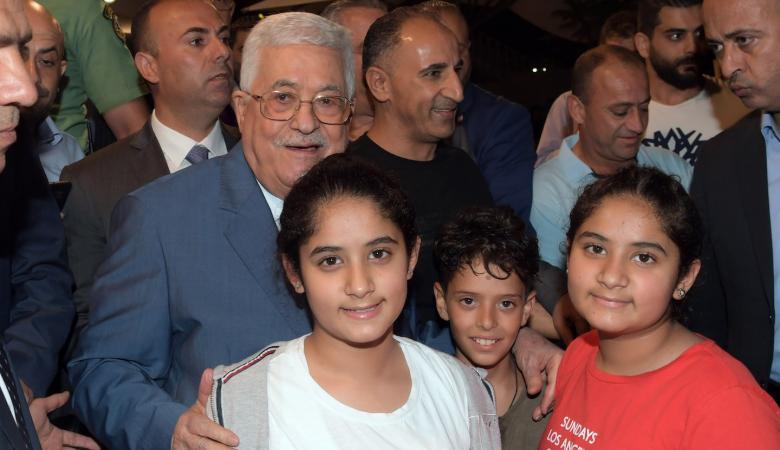 الرئيس يتفقد مخيم الجلزون شمال رام الله