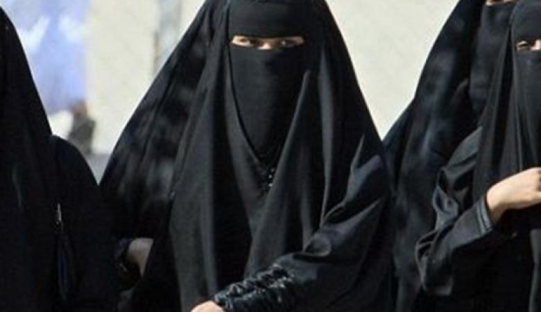 """العراق يحتجز 1400 زوجة أجنبية وطفل لمقاتلي """"داعش"""""""