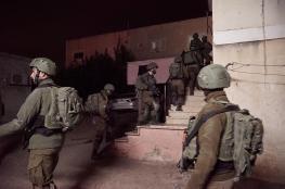 اعتقال 19 مواطنا من الضفة الغربية في حملة مداهمات ليلية