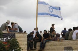 الخليل : مستوطنون يقتحمون منزلا ويتحصنون فيه