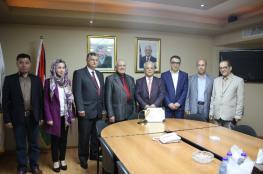 """حاكم دبي يمنح جامعة القدس المفتوحة جائزته للغة العربية """"صور """""""