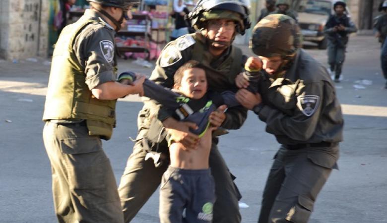 قوات الاحتلال  تعتقل طفل ووالدته في العيسوية