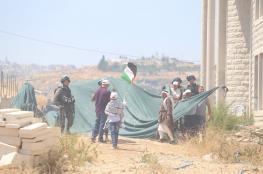 المئات يؤدون صلاة الجمعة بحي وادي الحمص شرق القدس