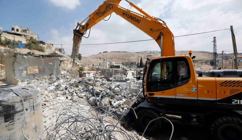 الاحتلال يجبر مواطنا على هدم مسكنه ذاتيا جنوب شرق القدس