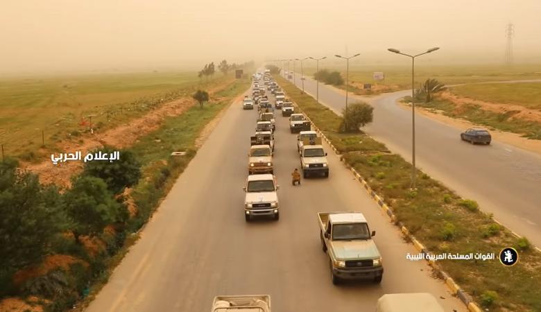 ليبيا : تعزيزات عسكرية ضخمة تصل إلى طرابلس (فيديو)