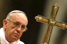 البابا يرفض استخدام الدين لتبرير العنف خلال زيارته لمسجد