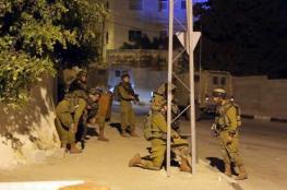 اعتقالات ومداهمات في مناطق واسعة بالضفة الغربية فجر اليوم