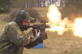 """بندقية """"AR-15"""" تفتك بالأمريكيين ويفضلها المجرمون"""
