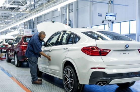 """عاملان يكبدان شركة """"BMW"""" خسائر كبيرة"""