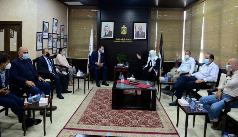 غنام : سيتم رفع مطالب التجار لمجلس الوزراء لأخذ القرار المناسب
