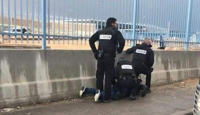 اعتقال شاب على حاجز قلنديا ومواجهات في محيط جامعة القدس