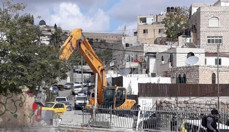 جرافات الاحتلال تهدم منزلا في مخيم شعفاط وسط القدس