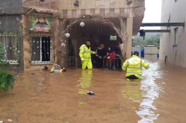 انجراف سيارات وإنقاذ عالقين بسبب الفيضانات ببلدات فلسطينية