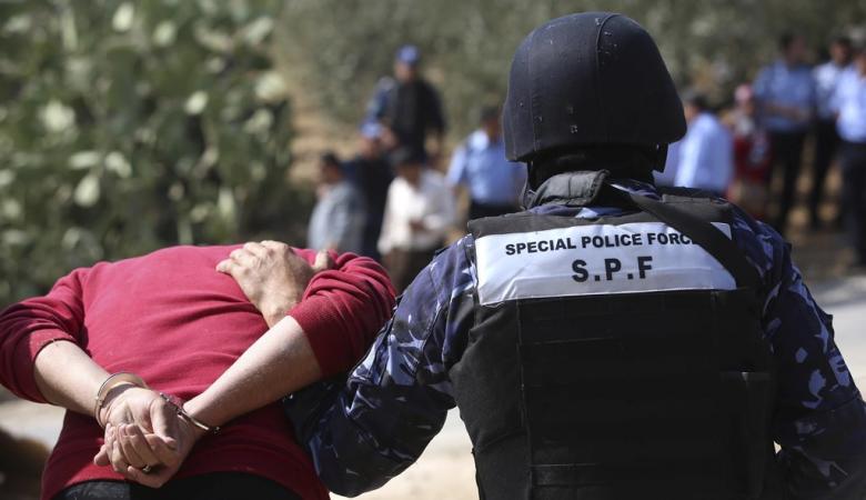 الشرطة تقبض على شخص سرق 120 ألف شيكل من مطعم بجنين