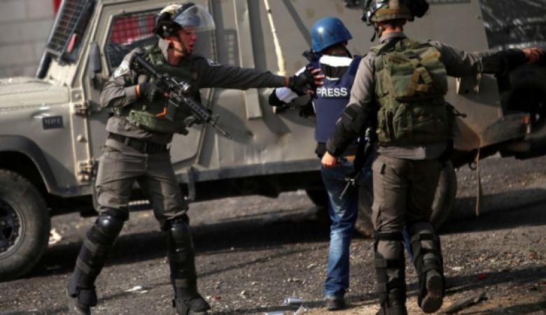 الاحتلال يعتقل صحفيين شرق بيت لحم