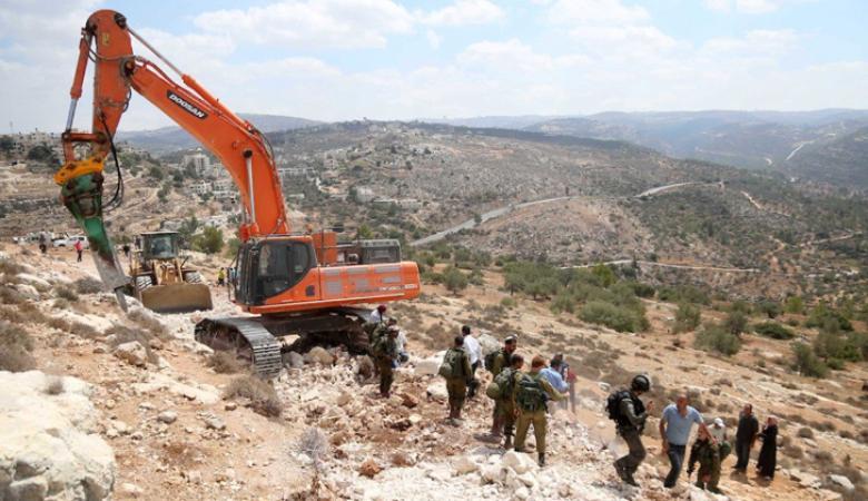 الاحتلال يجرف أراضي في بروقين غرب سلفيت