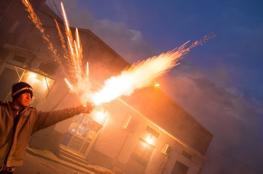 الألعاب النارية تتسبب ببتر أصابع شاب من الخليل