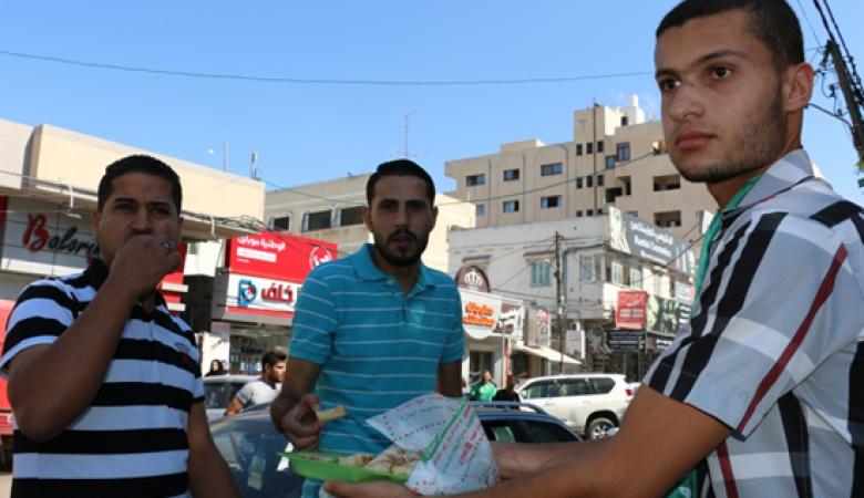 ابتهاج وفرح وتوزيع للحلوى بغزة مع توقيع المصالحة