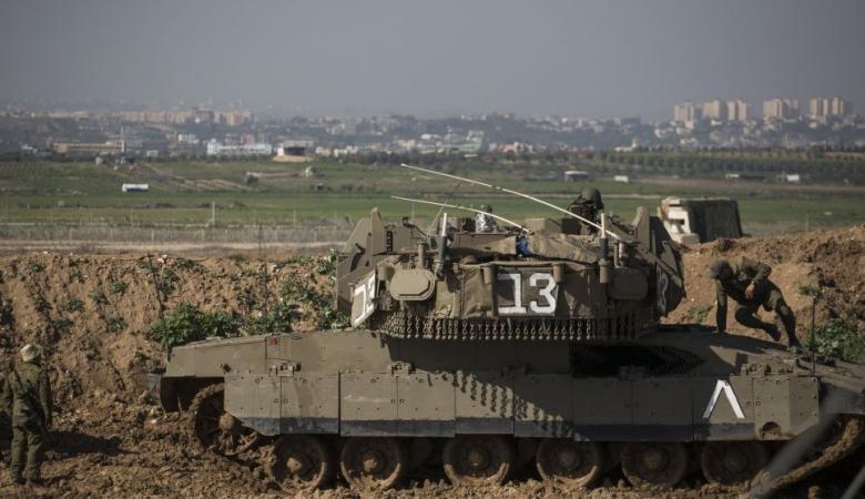 فلسطينيون يستولون على معدات عسكرية اسرائيلية