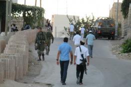 مستوطنون يهاجمون مركبات المواطنين ويعربدون بعدة مناطق جنوب نابلس وقرى سلفيت