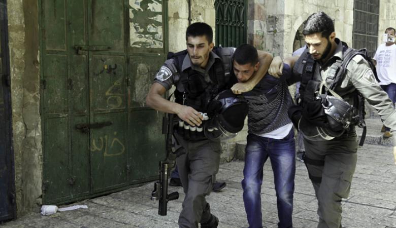 الاحتلال يعتقل 20 مواطناً بينهم سيدتان من الضفة