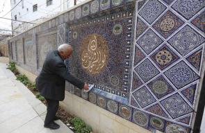 مواطن من الخليل يبدع في تحويل الخزف التالف إلى لوحات فسيفسائية.