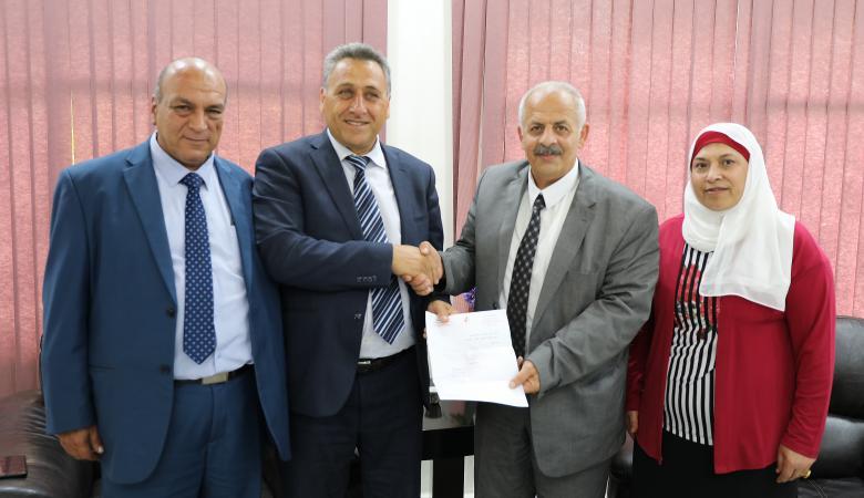 بلدية طولكرم تعفي خضوري من رسوم الترخيص على مبانيها الجديدة