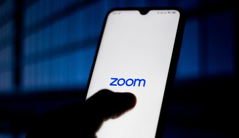 """""""زووم"""" تعترف بالكذب وتكشف اعداد مستخدمي التطبيق"""