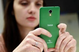 """روسيا تتحدى أبل.. هاتف ضد """"التنصت"""" وأرخص 5 مرات من آيفون"""