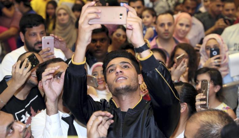 محمد عساف ينافس على لقب اجمل 100 وجه في العالم