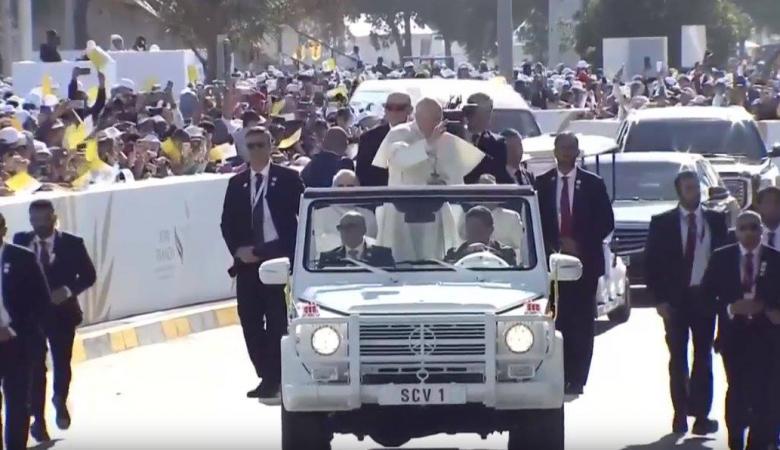 """بابا الفاتيكان يترأس أول قداس بالخليج العربي في الامارات """"صور """""""