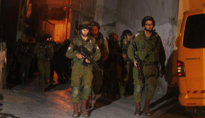 الاحتلال يعتقل 14 مواطناً من الضفة الغربية والقدس