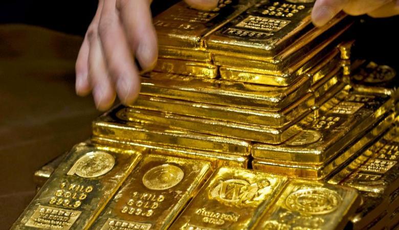 خلال الحجر ..طفلان يعثران على سبائك ذهبية بقيمة 100 الف دولار