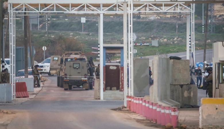 """الاحتلال يعيد فتح حاجز"""" بيت ايل """" وفق شروط معينة"""
