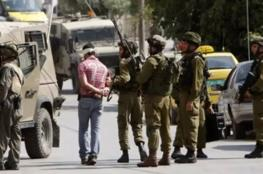 الاحتلال يعتقل شابين وفتى من بيت أمر شمال الخليل