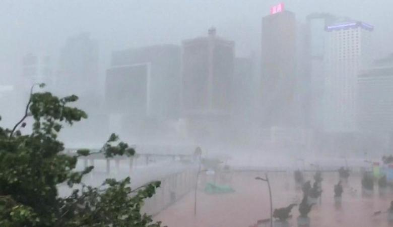 إعصار مخيف نادر يضرب السعودية