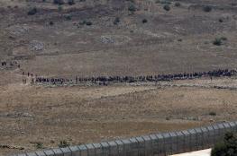 مئات النازحين السوريين يصلون الى الجولان ويرفعون الراية البيضاء