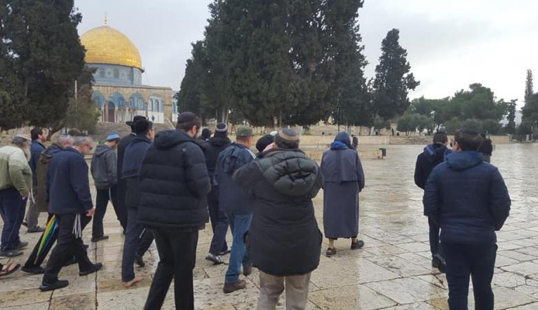 أكثر من 100 مستوطن اقتحموا المسجد الأقصى