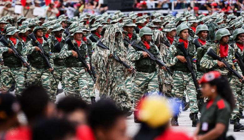 فنزويلا تحتفل بعيد استقلالها بعرض عسكري واحتجاجات للمعارضة