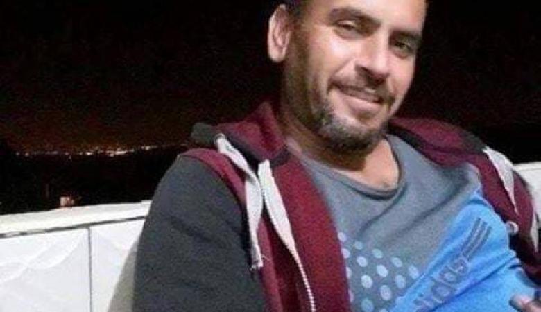 الأسير المضرب عن الطعام أحمد زهران مكبّل بالسرير في المستشفى