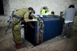 """""""2000""""مستوطن يقتحمون قبر يوسف تحت حراسة امنية"""