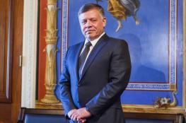 """""""إحنا بألف خير""""... ملك الأردن يفاجئ شبابا وشابات التقاهم قبل 17 عاما"""