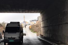 الاحتلال يحتجز عشرات المركبات في النفق المؤدي لقرى شمال غرب القدس