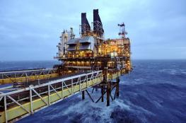 ارتفاع الدولار يسبب بانخفاض اسعار النفط