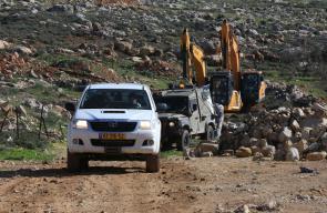 جرافات الاحتلال تقتلع اشجار الزيتون وتجرف أراضي في منطقة بئر شاهين جنوب الخليل