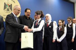 """الحمد الله يكرّم طالبات """"طلائع الأمل"""" الحاصلة على جائزة أفضل مدرسة"""